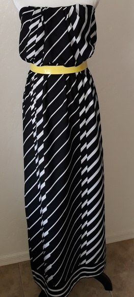 City Triangles Dresses & Skirts - Black and white Maxi Dress